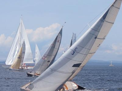 The Lynette2 leads the fleet
