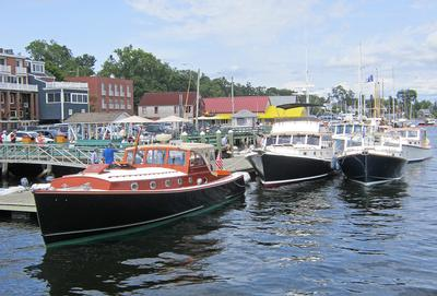 Lobster boats tie up