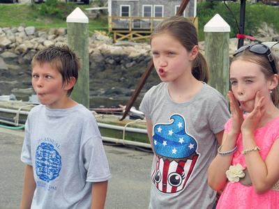 Who can make the best fish face in Stonington?