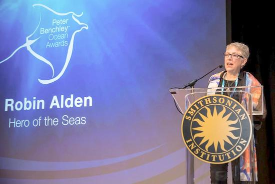Robin Alden receives award