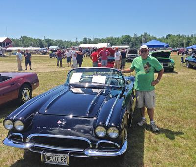 1962 Corvette displayed at Sedgwick Car Show