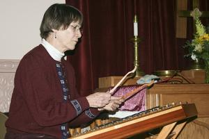 Parker performs the dulcimer at the Penobscot Coffee House & Music Buffet