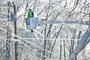 Line workers in Castine