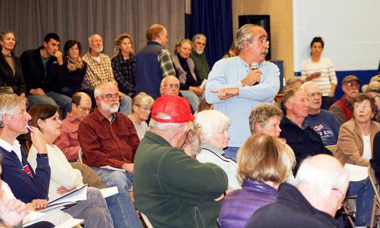 Penobscot citizen addresses Maine DMR officials