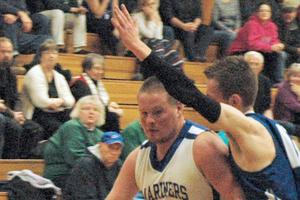 Jared Gove leads Mariners