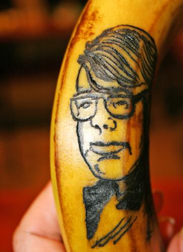 Corey Paradise tattooed a portrait of Stephen King onto a banana