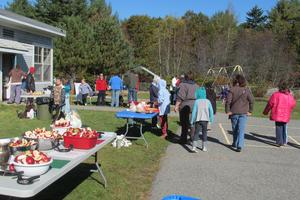 Crowds at the annual Applefest