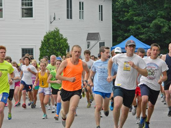 Runners in Blue Hill Memorial Hospital Fun Run